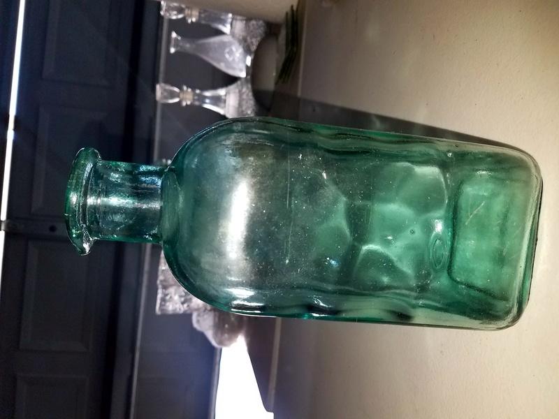 Green glass bottle. Glass ID please... 20170664