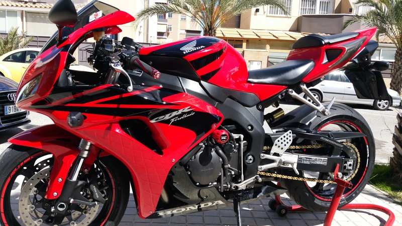 Vendo CBR 1000 RR. Impecable 20170410