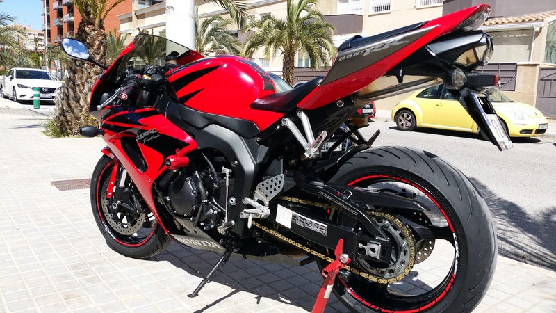 Vendo CBR 1000 RR. Impecable 20170412