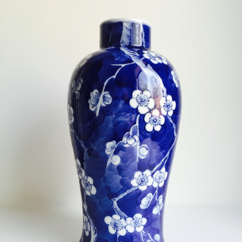 Chinese BLUE AND WHITE PRUNUS PATTERN VASE faux-KANGXI 4 CHARACTER MARK Img_8428