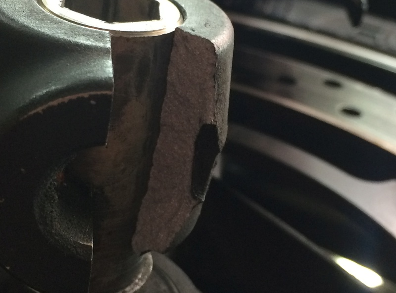 /!\ Casse bas de fourche au changement de pneus !? Img_0013