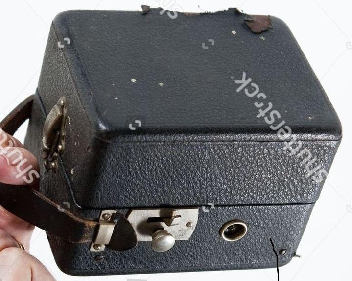 патефон - Патефон колибри. Дермантин или молотковая эмаль. 1930s-10