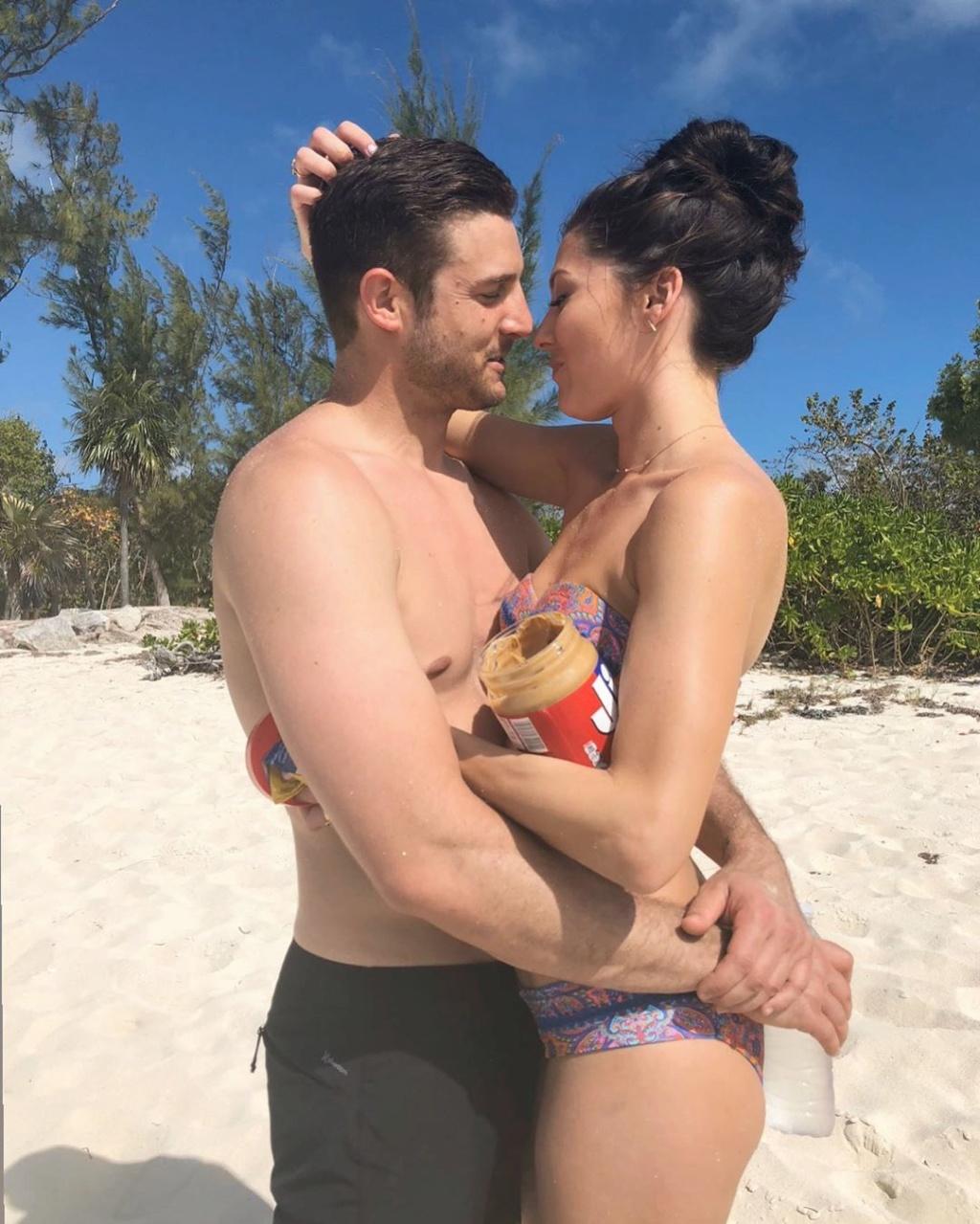Bachelorette 14 - Becca Kufrin - Garrett Yrigoyen - FAN Forum - #4 - Page 67 Bkoof_38
