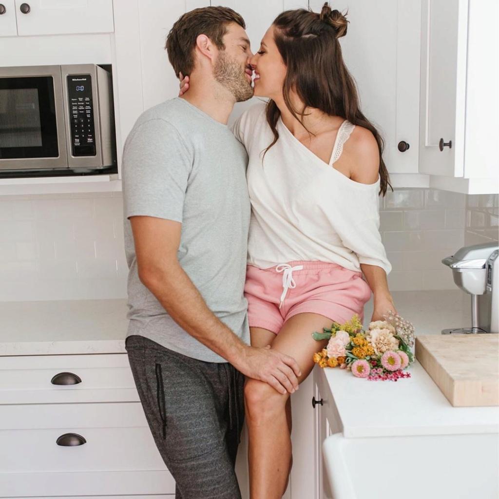 Bachelorette 14 - Becca Kufrin - Garrett Yrigoyen - FAN Forum - #4 - Page 54 Bthela15