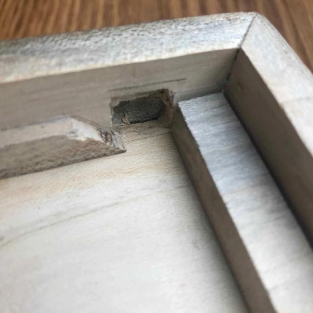 Ouvrir une boîte en bois sans aucune poignée et sans aucune prise Img_6613