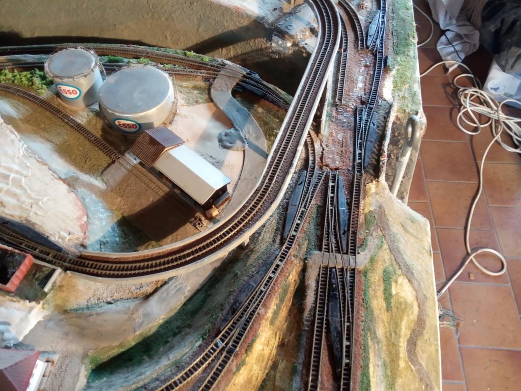Bonjour à tous les amoureux des trains électriques, et bonjour à vos amis également. Img_2011