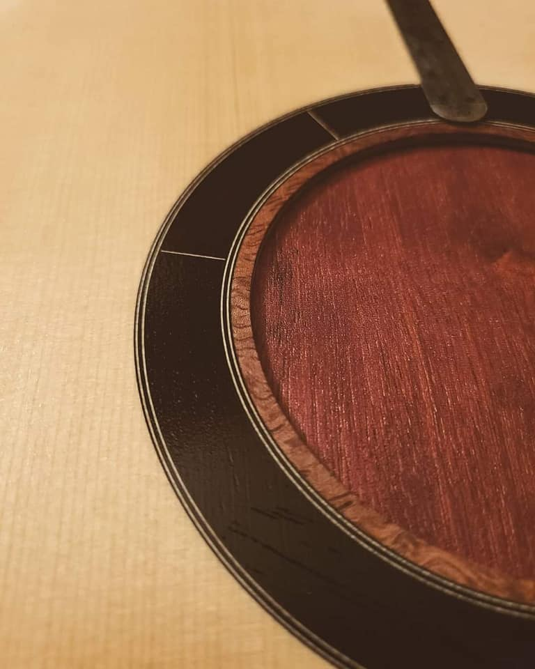 2021: 8 guitares pour la Red House - Page 2 14391610