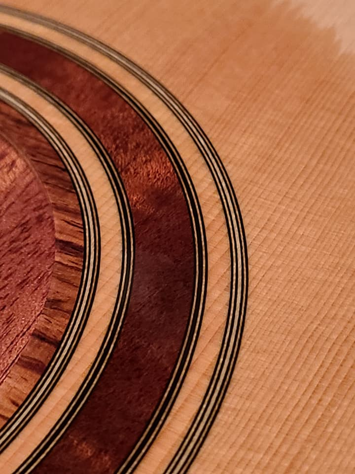 2021: 8 guitares pour la Red House - Page 2 14660910
