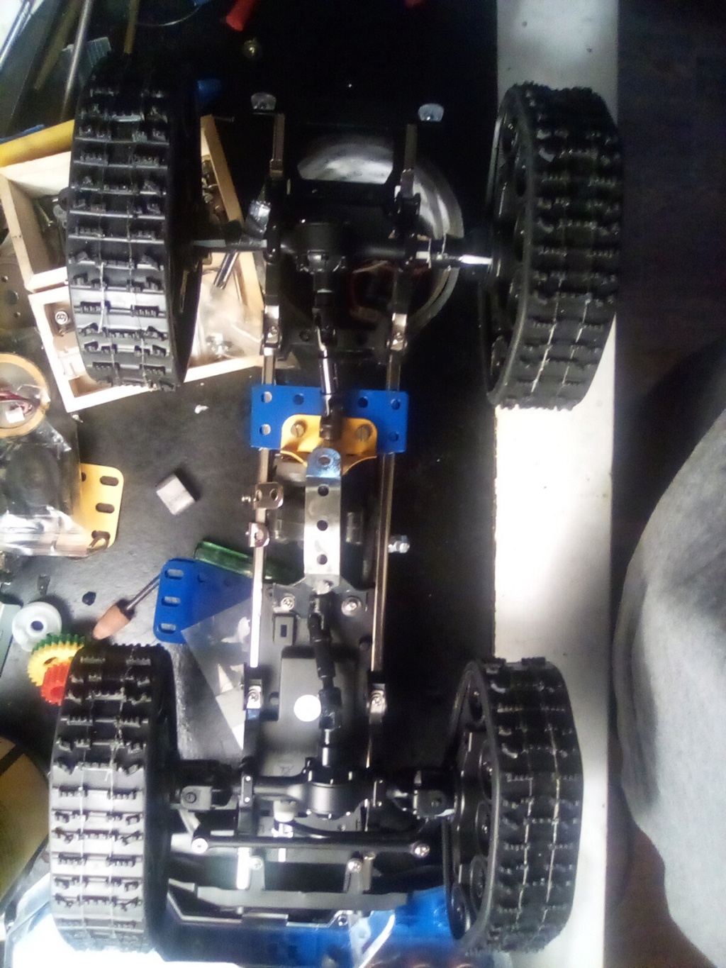 1\16 cox powered rc 4x4 traked truck  16100312