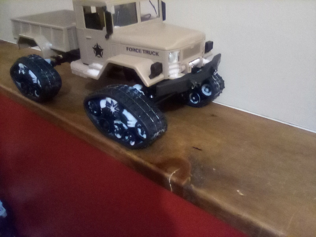 1\16 cox powered rc 4x4 traked truck  Img_2040