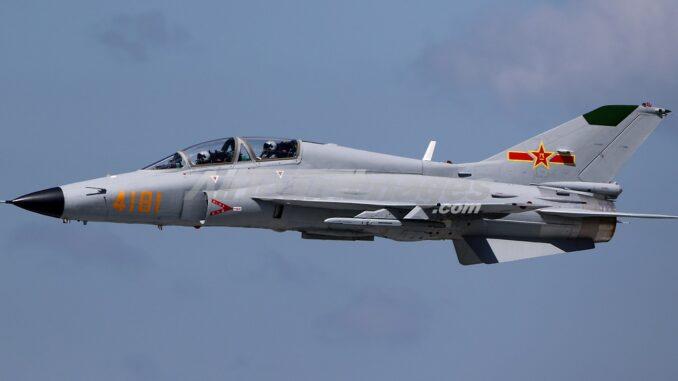 نسخه جديده من طائرة التدريب المتقدم JL-9 الصينيه جاهزه للقيام برحلتها التجريبيه الاولى  25198810
