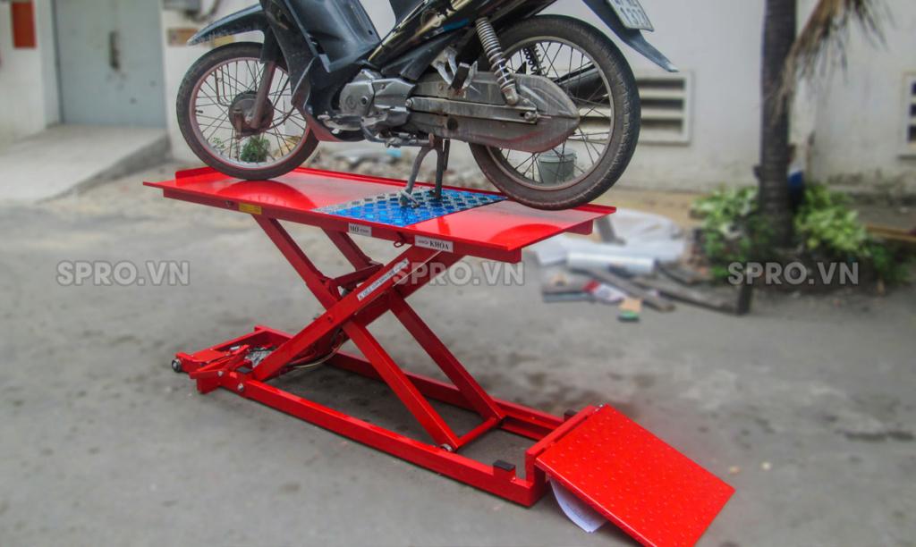 Toàn quốc - 0965 570 643 - Bàn nâng xe máy cơ - đạp chân BNXMC - sức nâng 170 kg-Thiết bị garage spro.vn Q2010