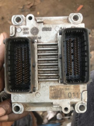 Problème de Calculateur moteur ecu C570bf10