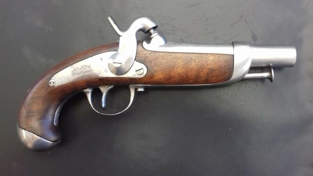 Présentation d'un pistolet de gendarmerie Mle 1842  20180843