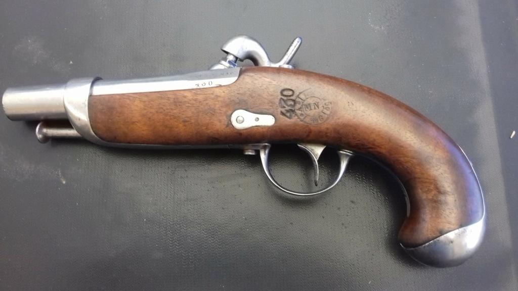 Présentation d'un pistolet de gendarmerie Mle 1842  20180845