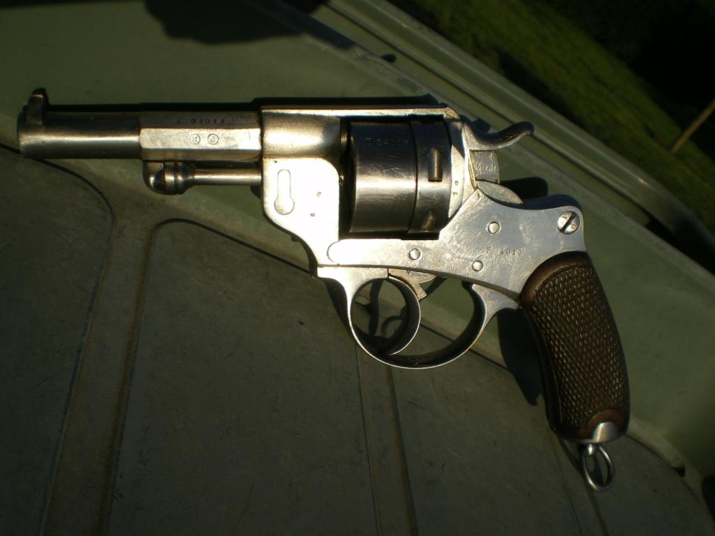 Présentation d'un revolver règlementaire Mle 1873 Imgp0138