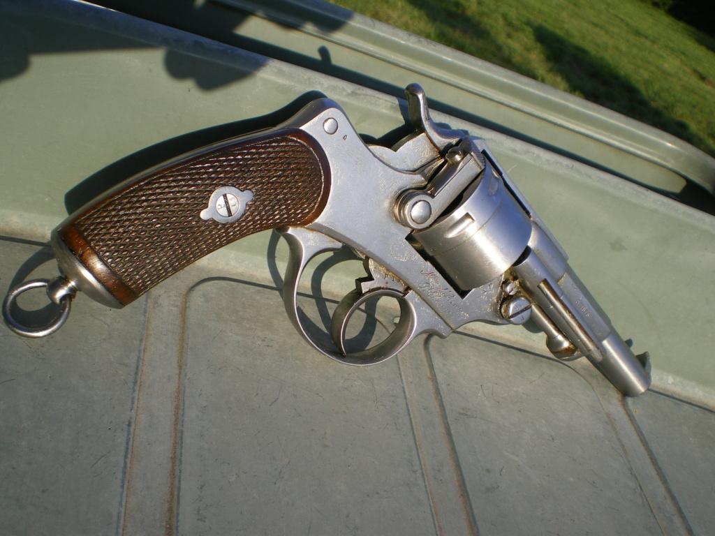 Présentation d'un revolver règlementaire Mle 1873 Imgp0139