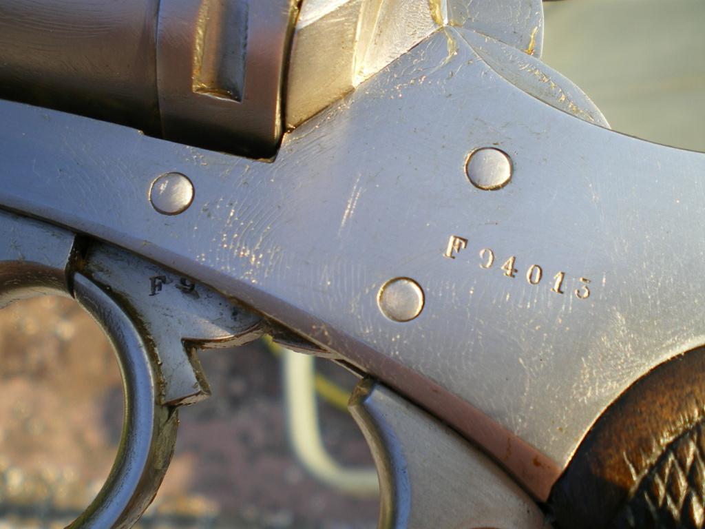 Présentation d'un revolver règlementaire Mle 1873 Imgp0140