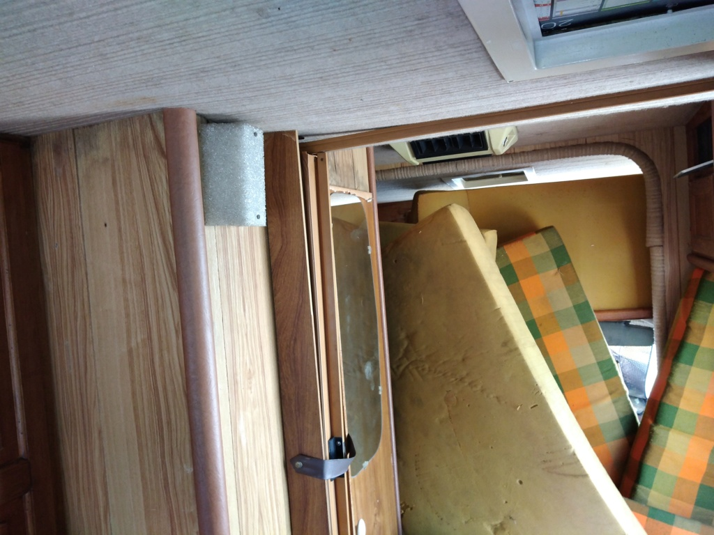 "[MK2] ""Ferocia"" Camping-car de Nîmes à rénover Img_2019"