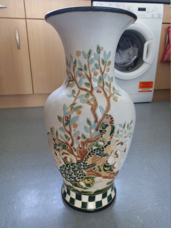 Vase ID please, possibly IX or XI on base plus other marks. 20210912