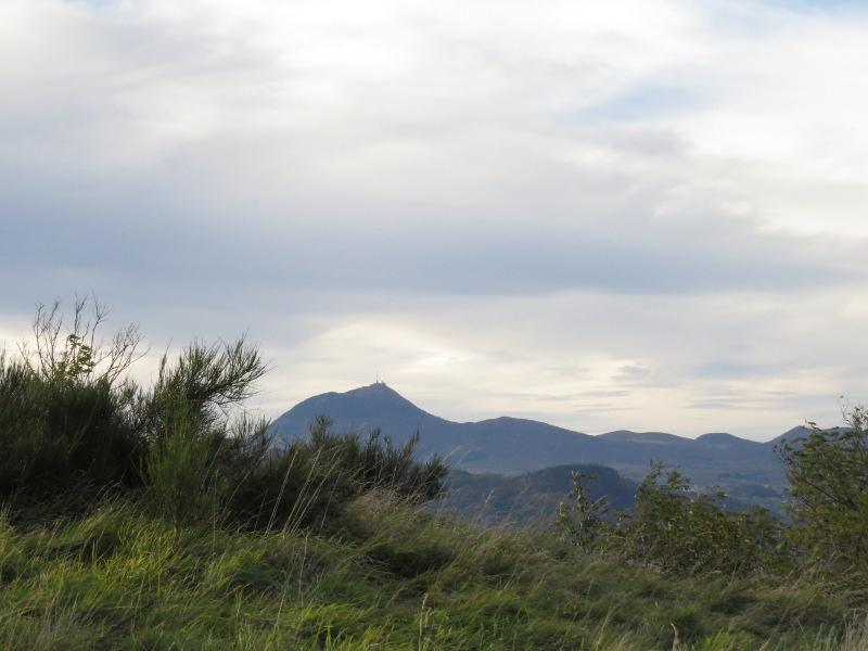 Chadka et Yocco au Plateau de Gergovie 06_puy10