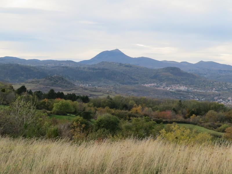 Chadka et Yocco au Plateau de Gergovie 13_puy10
