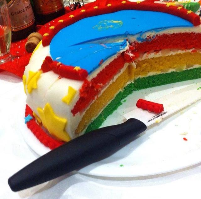Un gâteau sur le thème du cirque 10427210