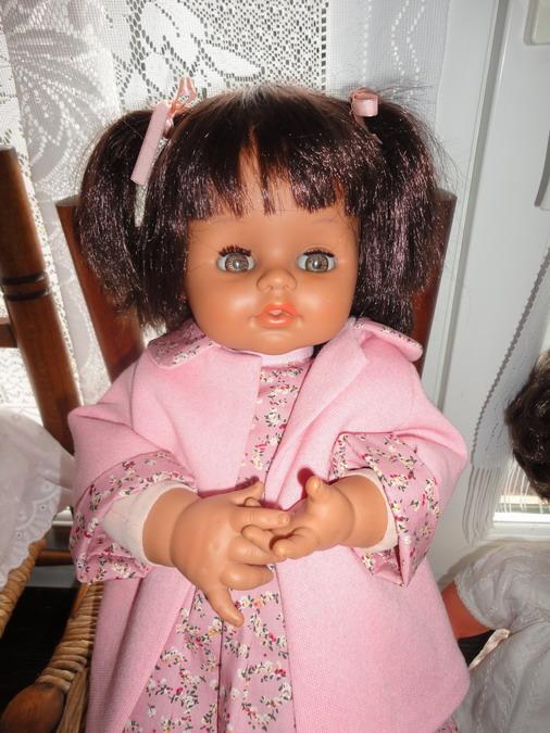 Les poupées de ma maison  - Page 3 Dsc04017