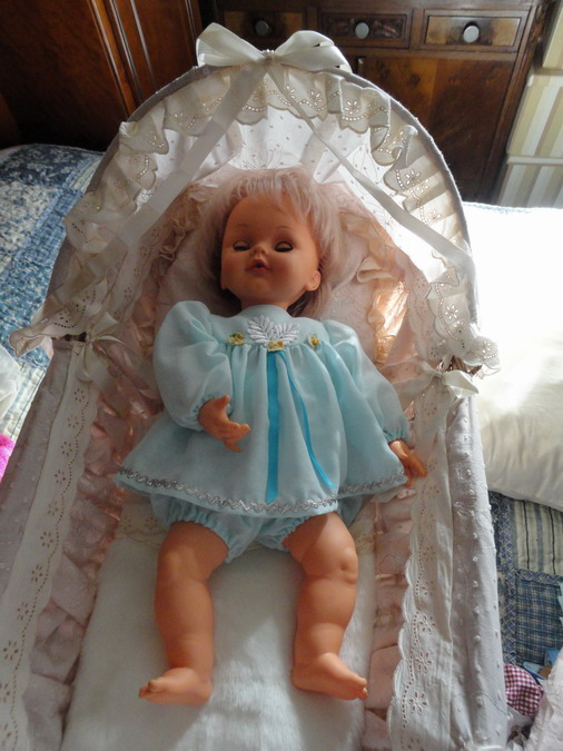 Les poupées de ma maison  - Page 3 Dsc04110