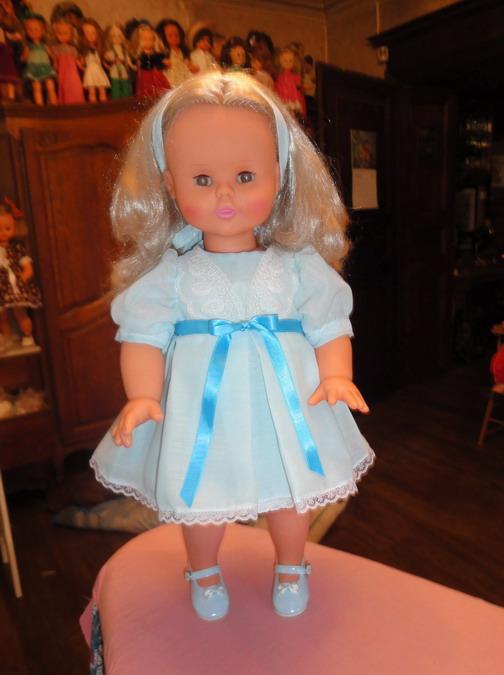 Les poupées de ma maison  - Page 3 Dsc04113