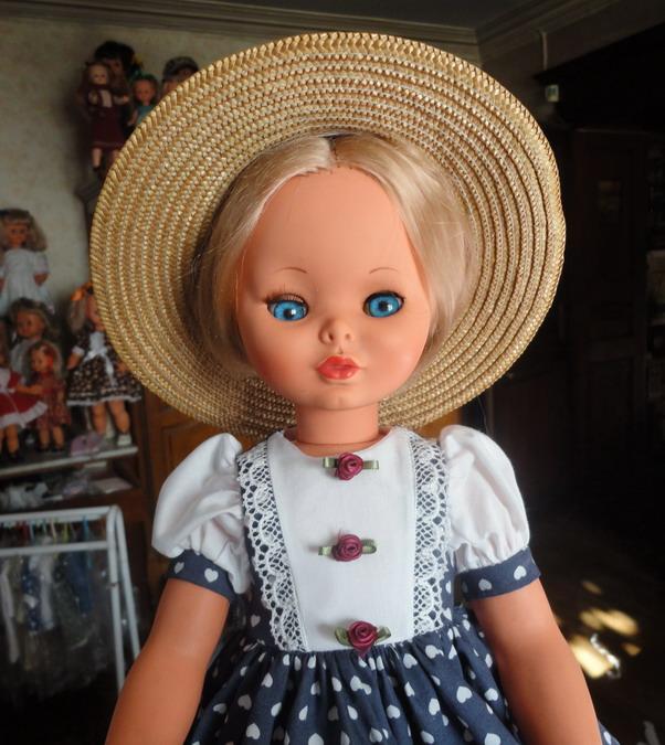 Les poupées de ma maison  - Page 3 Dsc04212