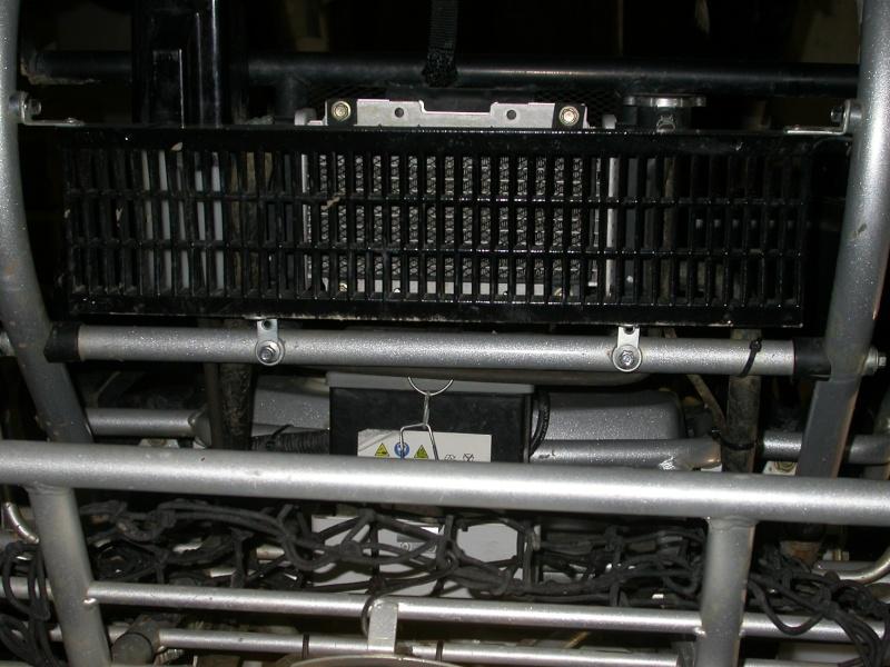 Améliorer le refroidissement + la prise d'air ( gavage de la boite d'origine ) Dscn5919