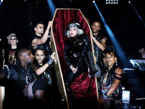 FÁBRICA DE ATAÚDES Gaga_c10