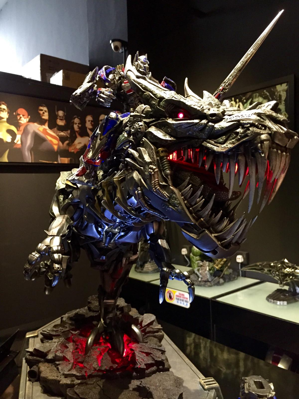 Transformers : AoE - Grimlock and Optimus Prime Statue Image10