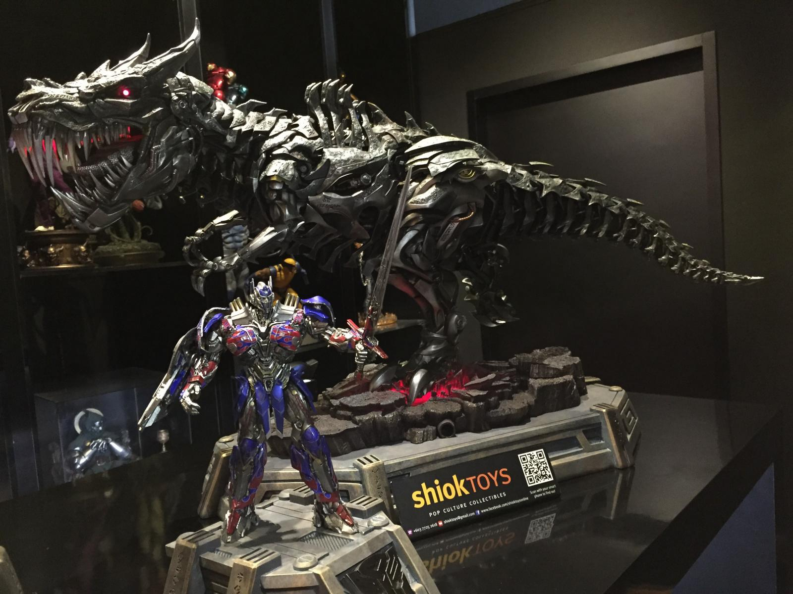 Transformers : AoE - Grimlock and Optimus Prime Statue Image110