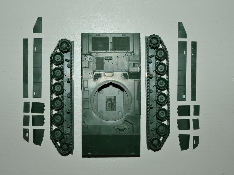 Leclerc [Revell] 1/72, un peu bricolé. Montage sans suites P1012514