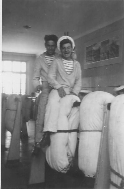 [Les traditions dans la Marine] Les hamacs. - Page 7 Nv25_010