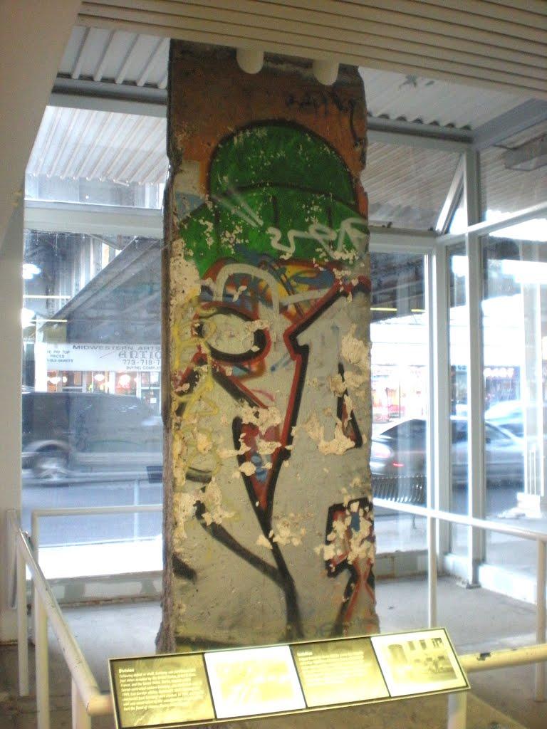 25ème anniversaire de la chute du Mur de Berlin : pans du Mur de Berlin disséminés sur la planète 68508510