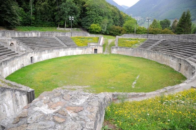 """Amphithéâtres romains : """"du pain et des jeux"""" 69953710"""