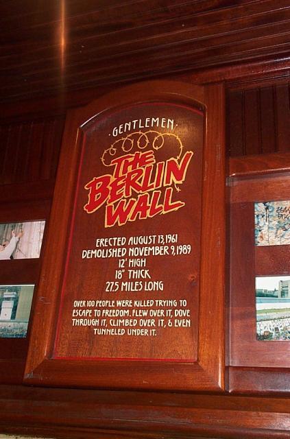 25ème anniversaire de la chute du Mur de Berlin : pans du Mur de Berlin disséminés sur la planète Dcp_2110