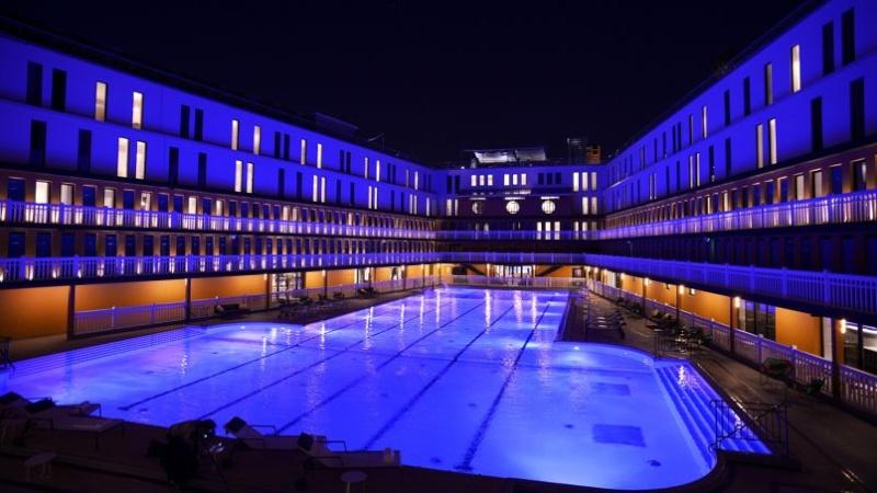 molitor - La piscine Molitor (Paris) : 180 euros la journée, abonnement annuel à 3300 euros ! Phoc8210