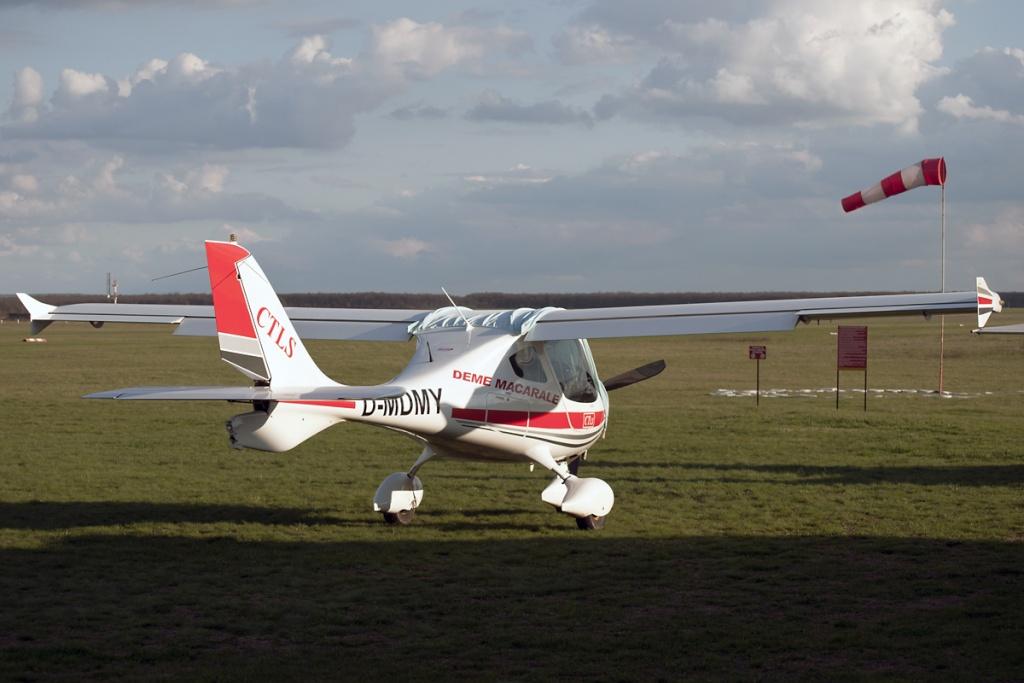ULM-uri care zboara in Romania (cu inmatriculari non YR) Dsc_0110