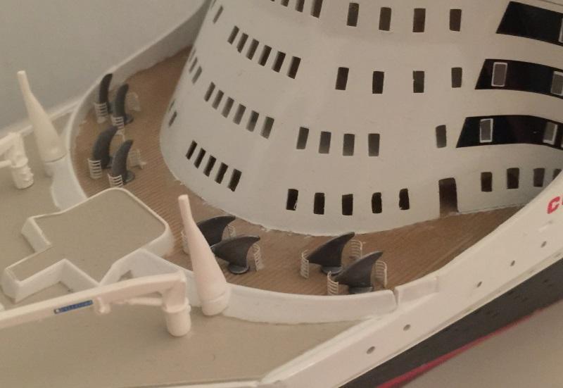 construction du queen mary 2 au 1/400 de chez revell - Page 10 Img_1110