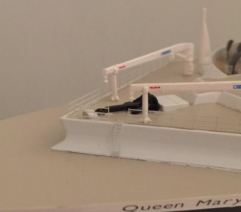 construction du queen mary 2 au 1/400 de chez revell - Page 10 Img_1112