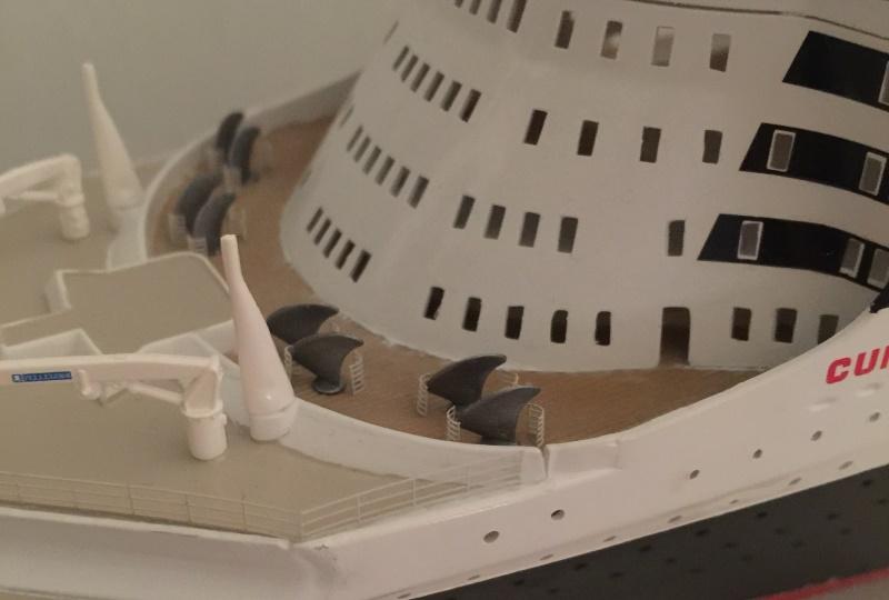 construction du queen mary 2 au 1/400 de chez revell - Page 10 Img_1113
