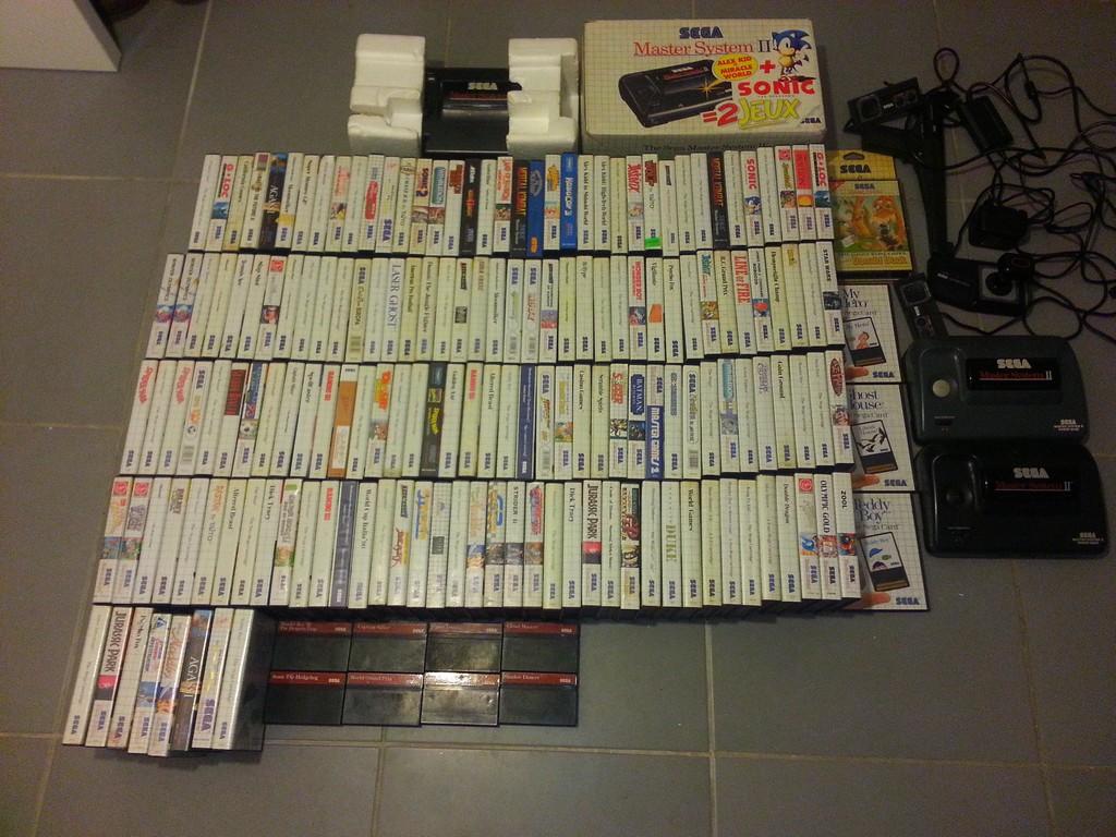3 consoles master system et 173 jeux + accessoires Master11