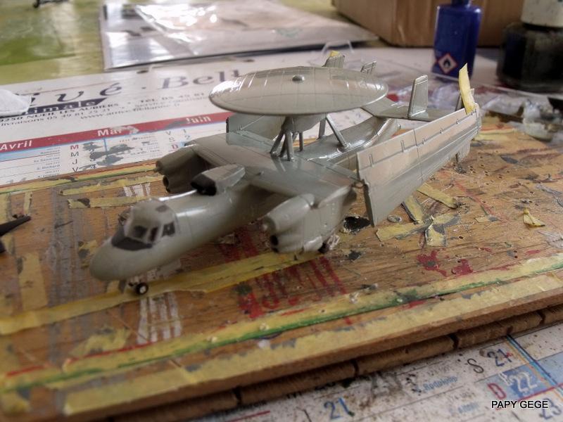 Grumman E-2C HAWKEYE au 1/144 REVELL Grumma25