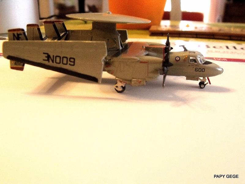 [ Revell ] Grumman E-2C HAWKEYE au 1/144 Grumma35