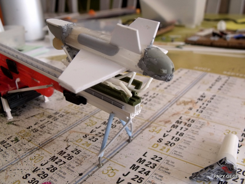 LANCEUR DE DRONES AU 1/60  Landro54