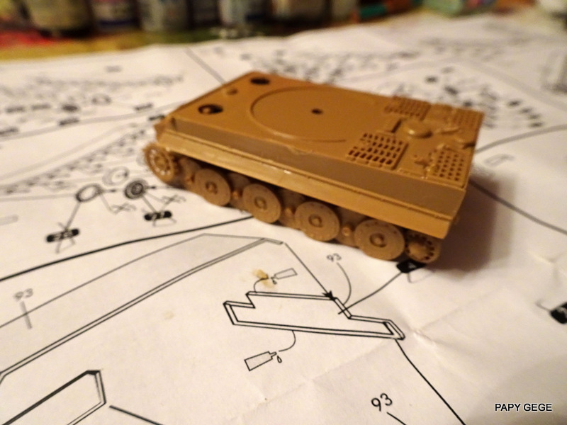 PzKwf VI  TIGER au 1/72 Heller Tiger_16